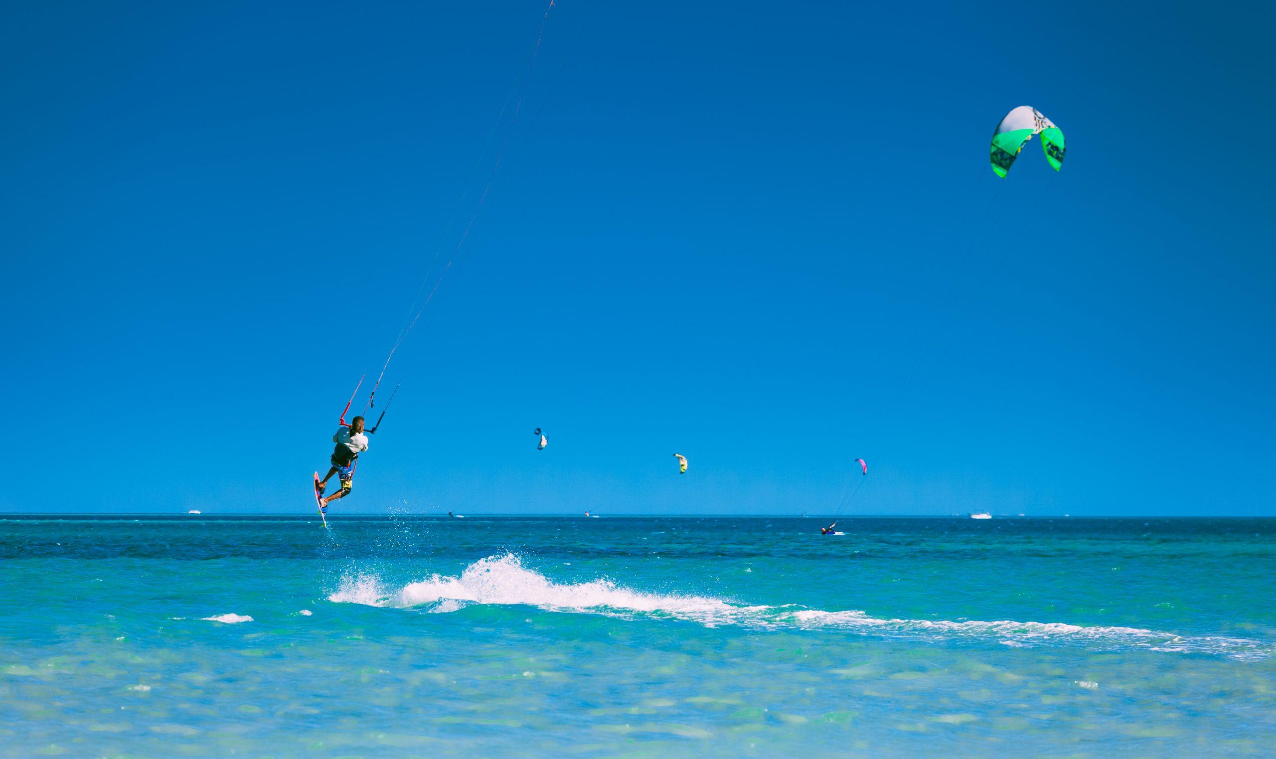 sporty_wodne_na_mazurach_kitesurfing